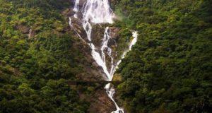 هند،گوا،سونالیم، آبشار دودهساگار.